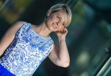 Nadine ...ja auch im blauen Kleid :)